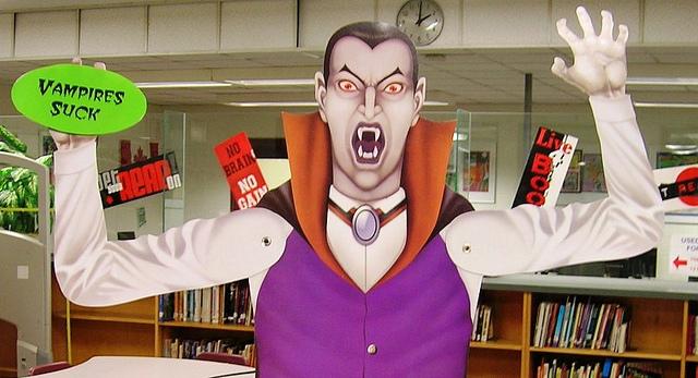 Vampiraufsteller in Bücherladen